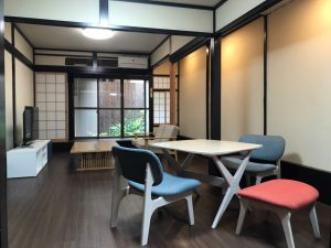 空き家バンク京都の女性専用シェアハウス「シェアハウス三条京阪」の広々としたリビング